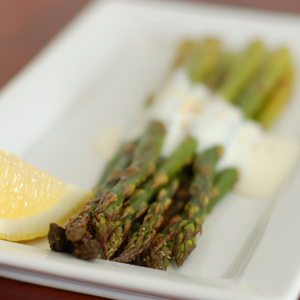 asparagus-with-white-sauce_foodies